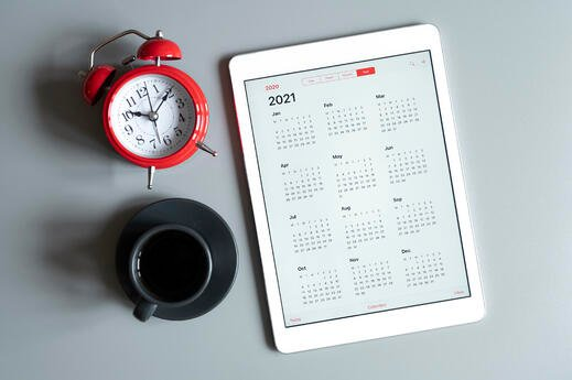 tablet-with-open-calendar-2021-year